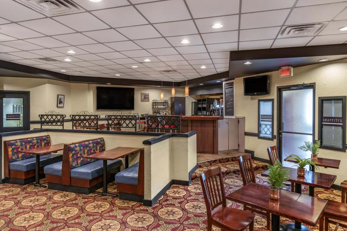 Quality Hotel & Suites Montreal East  | Anjou | Photo Gallery - 13